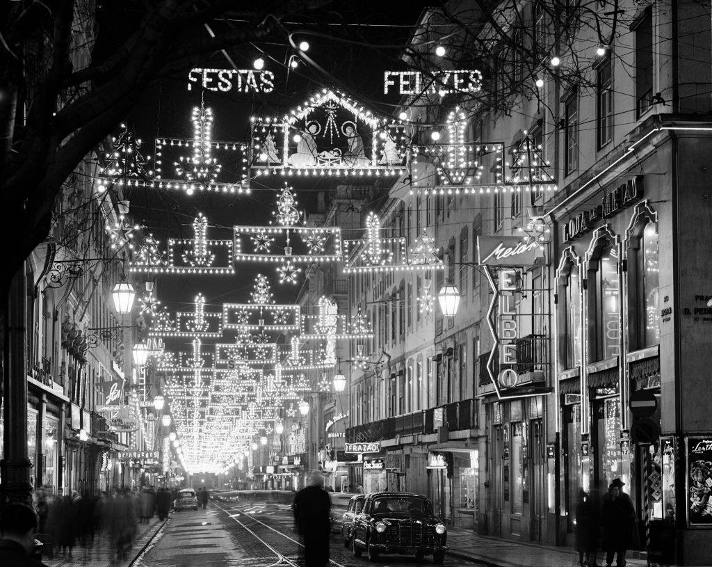 As melhores fotografias das luzes de Natal na Lisboa antiga
