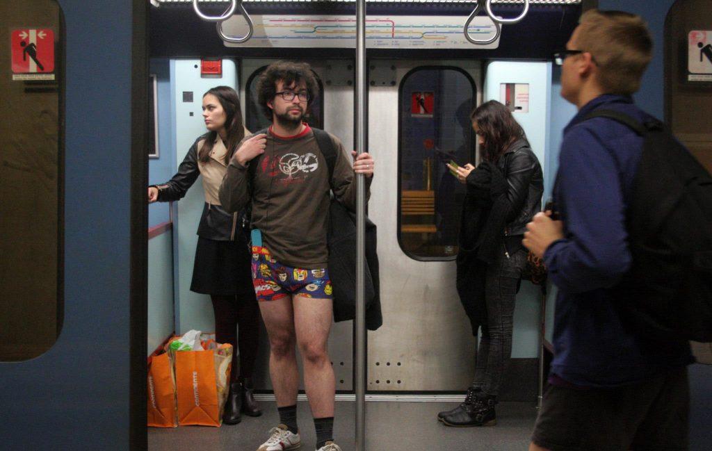 Domingo é dia de viajar de Metro Sem Calças em Lisboa