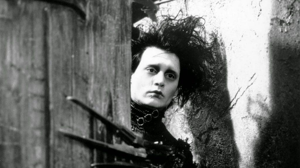 cena do filme Eduardo Mãos de Tesoura, de Tim Burton