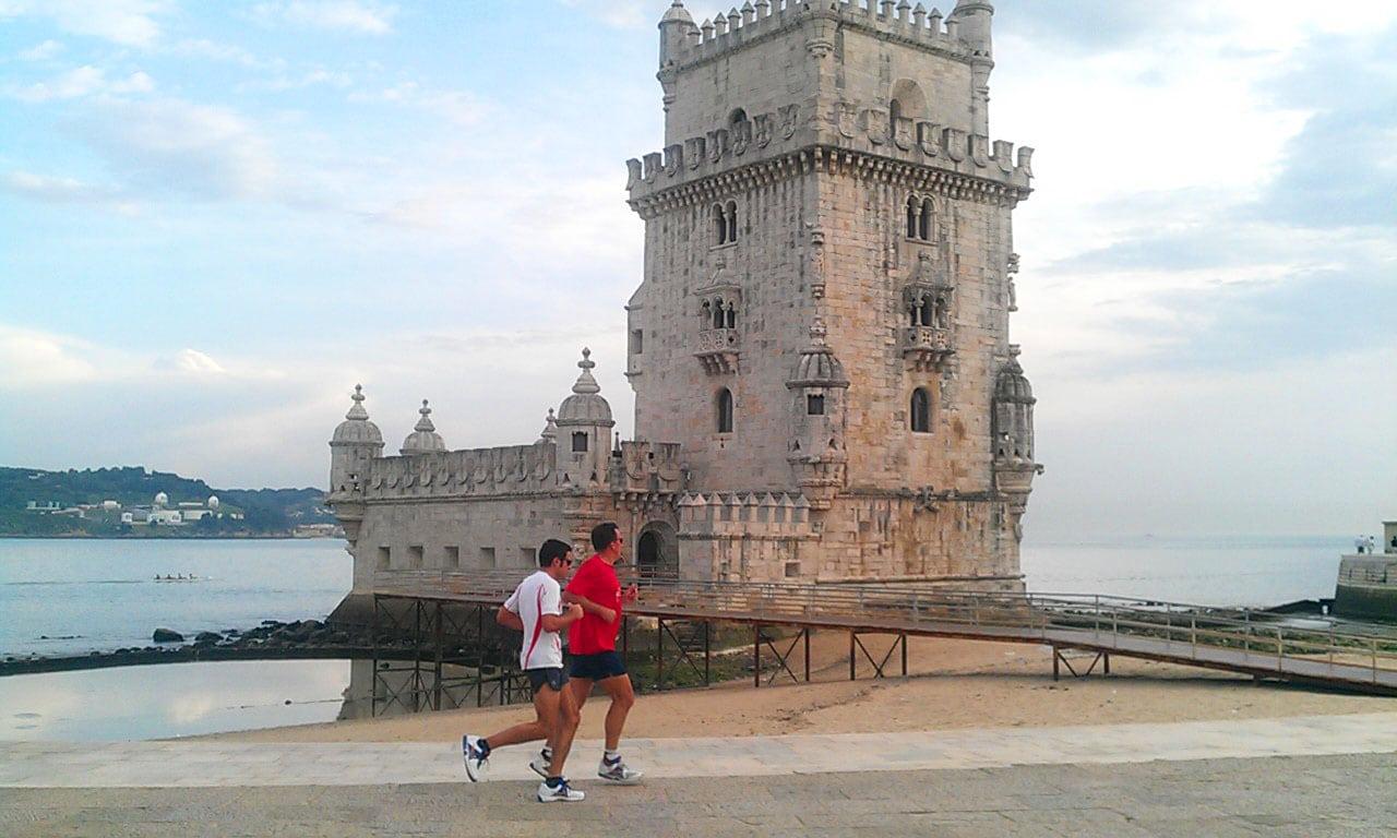 correr em frente à torre de belém