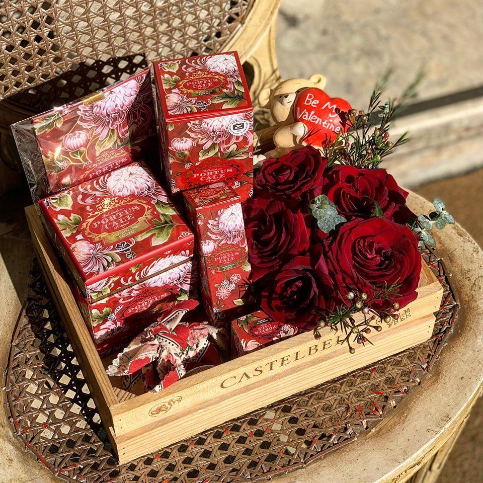 caixa com flores para o dia de são valentim