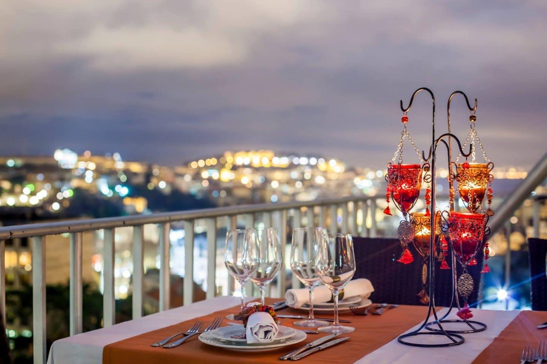 mesa do restaurante fenicios