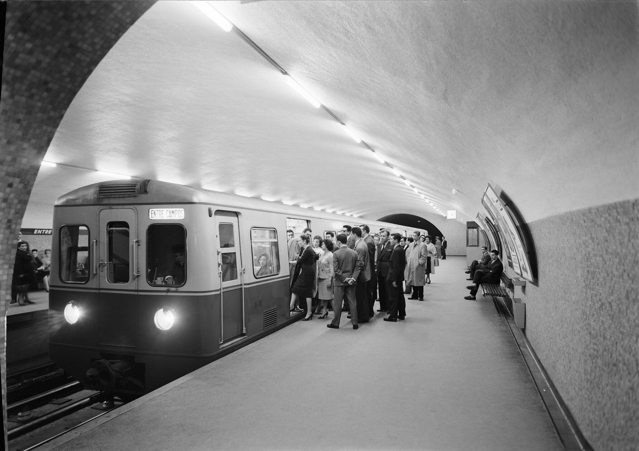 Recordar a Lisboa antiga em 30 fotografias a preto e branco