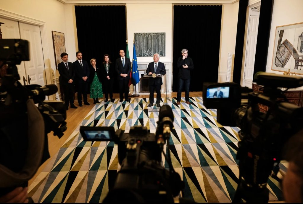 primeiro-ministro antónio costa a anunciar medidas para mitigar efeitos do coronavírus