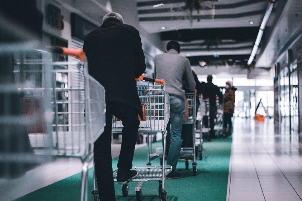 fila no supermercado durante o estado de emergência
