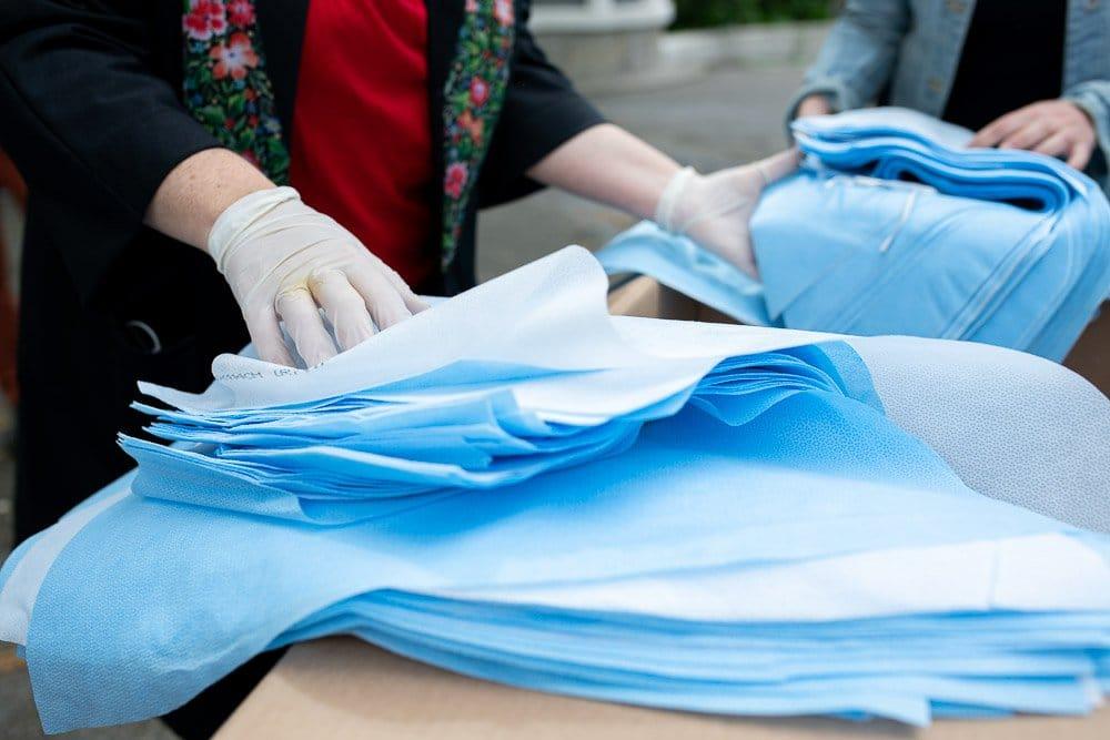 costureiras produzem máscaras de proteção coronavírus