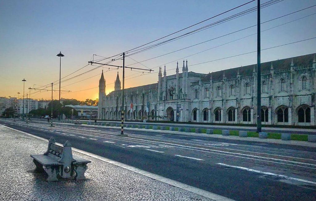 Desgarrada de fado em forma de poema: odes a uma Lisboa deserta