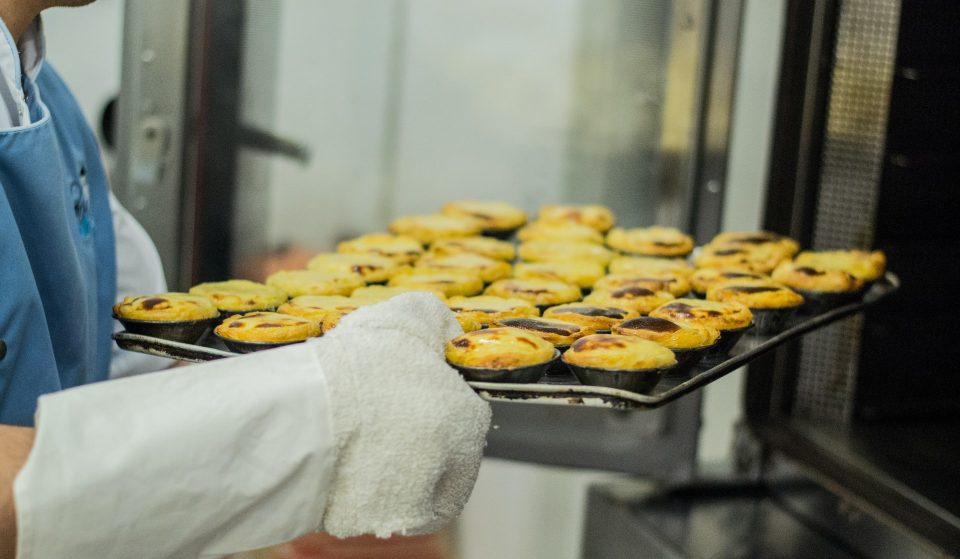 Aprende a fazer um dos melhores pastéis de nata de Portugal, a partir de casa