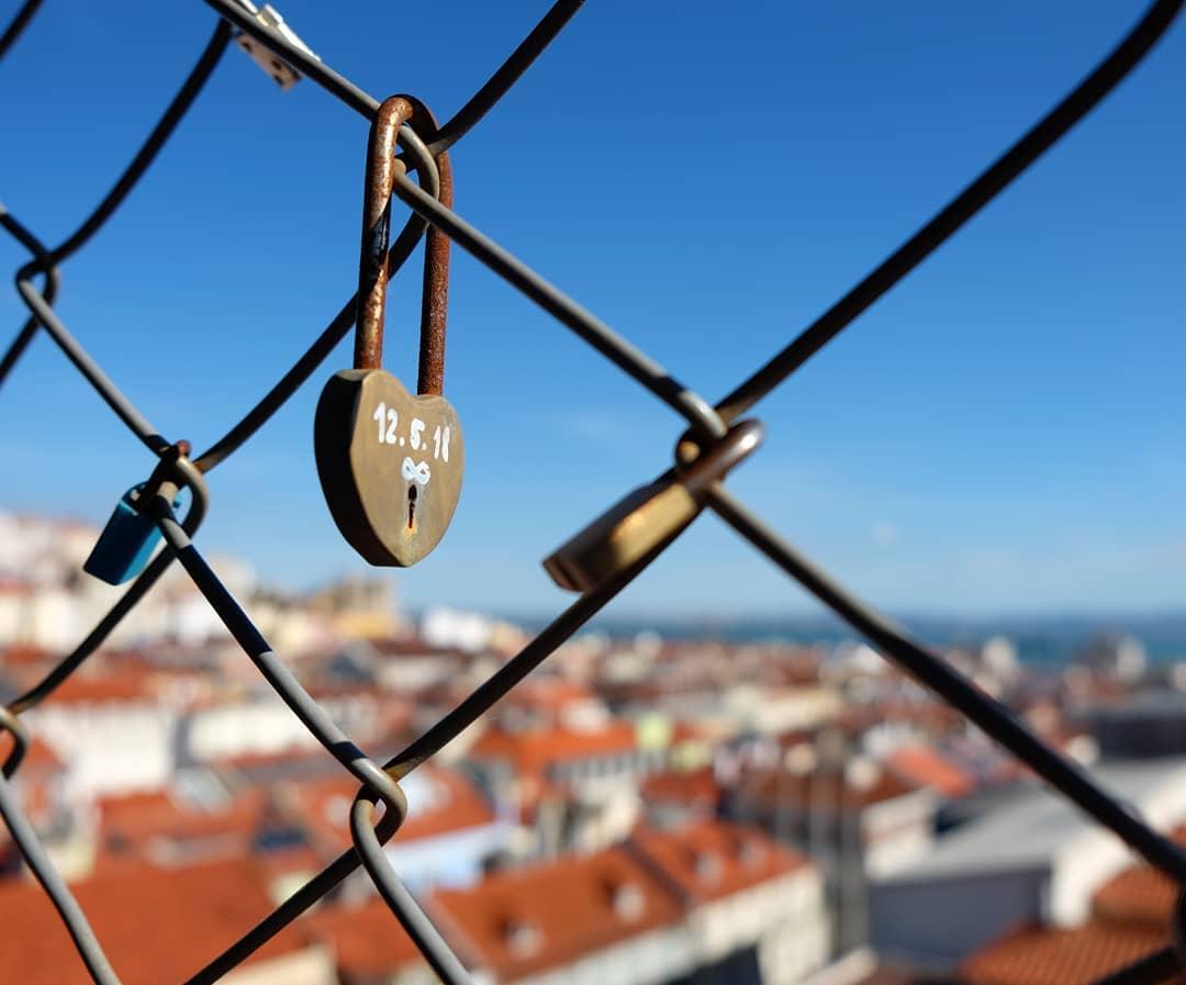 cadeados do amor no elevador de santa justa