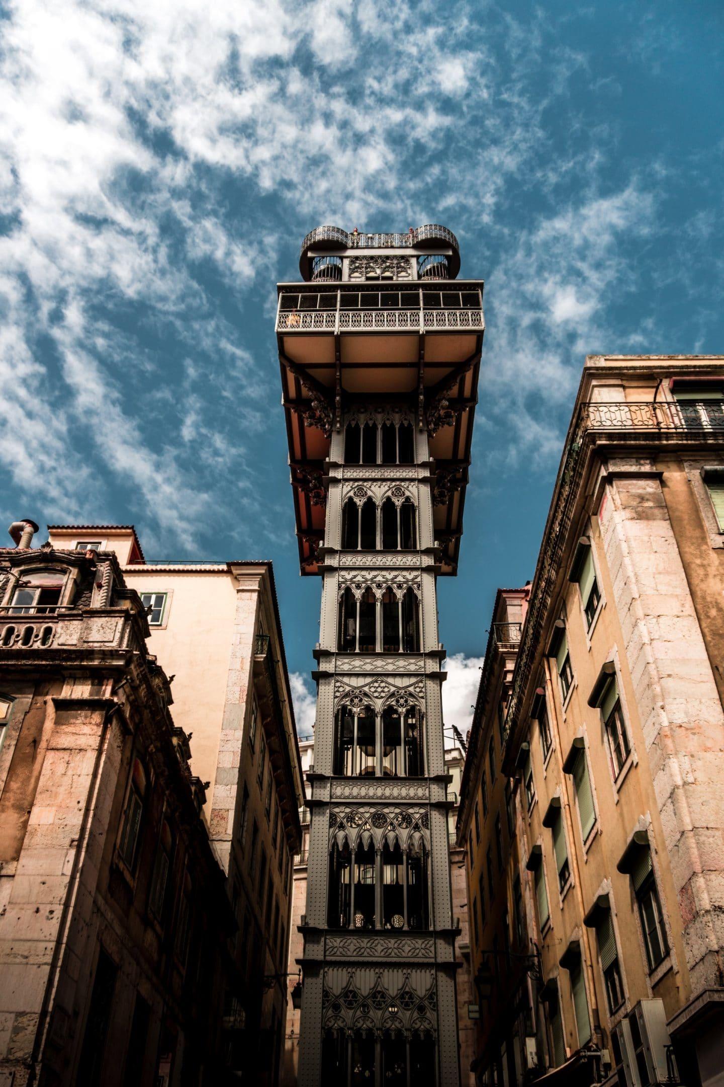 vista do elevador de santa justa a partir da rua do ouro