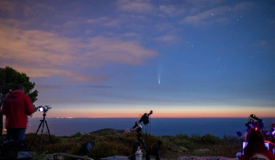 Este mês vais poder ver (a olho nu) um cometa a brilhar no céu