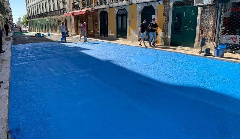 Depois de quase 10 anos, Lisboa volta a ter uma rua colorida… e desta vez é azul