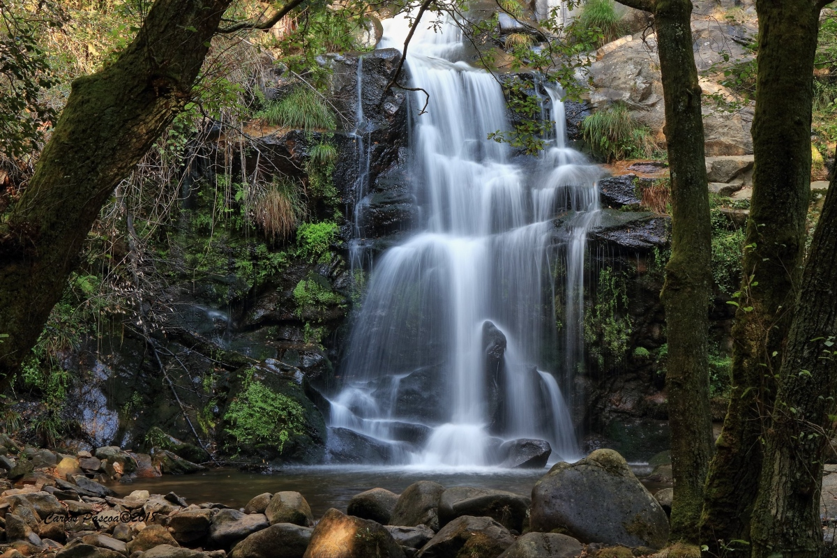piscinas naturais e cascatas