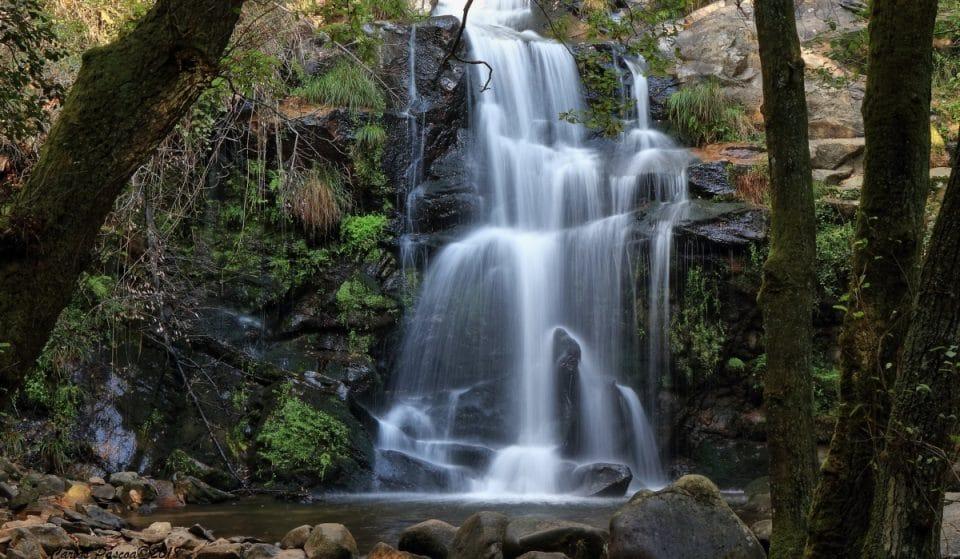 As mais bonitas piscinas naturais e cascatas para visitar em Portugal