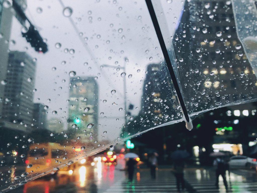 Chuva, trovoadas e descida de temperatura