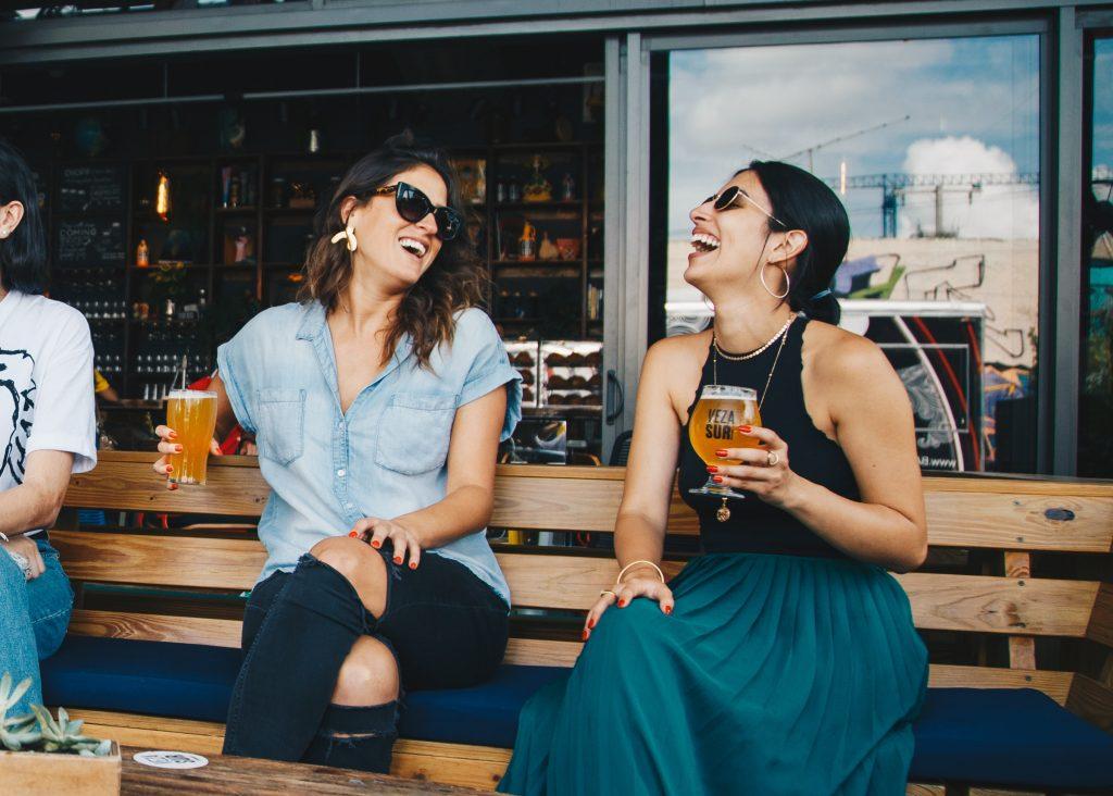 13 bares em Lisboa onde podes beber uma cerveja bem fresquinha