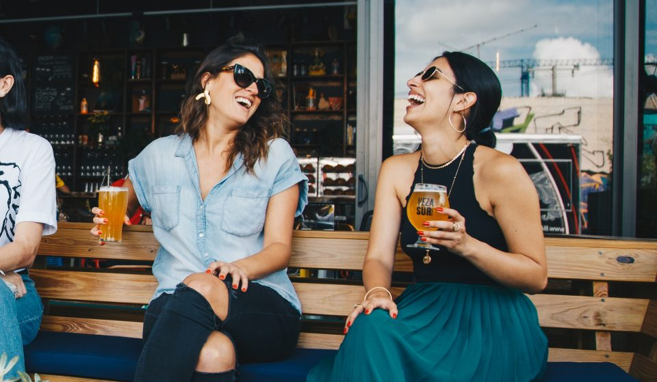 8 bares onde podes beber uma cerveja bem fresquinha em Lisboa