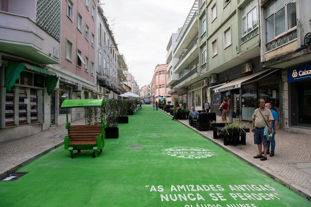 Já conheces a nova cor desta rua em Lisboa?
