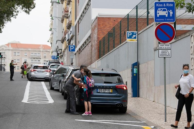 """Lisboa vai implementar zonas """"Kiss & Ride"""" para aumentar o fluxo de trânsito na cidade"""