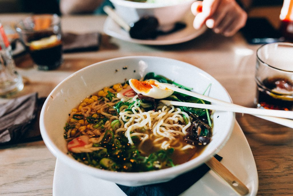 5 restaurantes com ramen delicioso