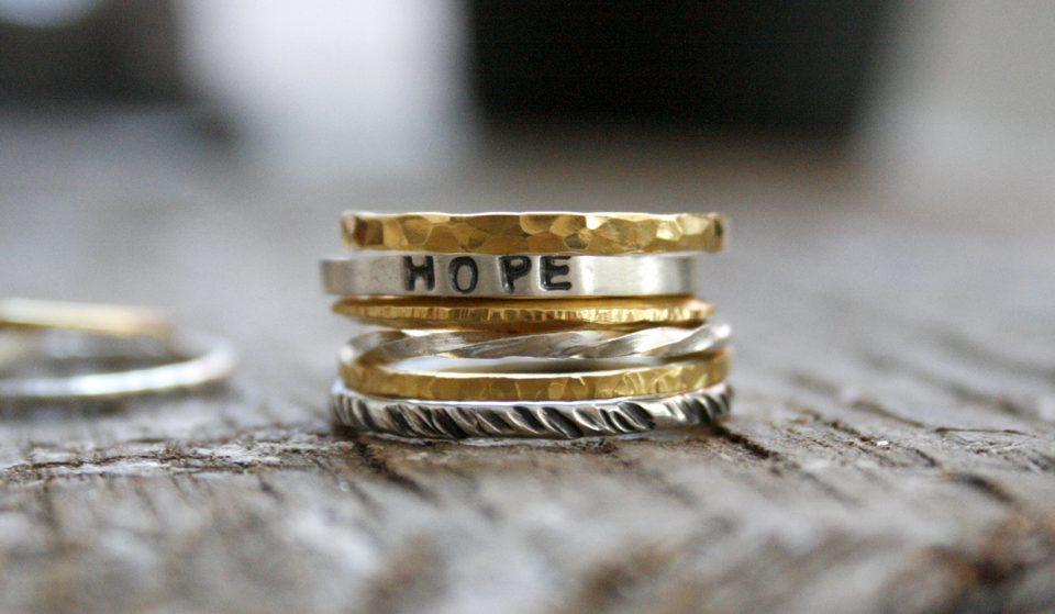 Queres aprender a fazer os teus próprios anéis minimalistas? Neste workshop já podes!