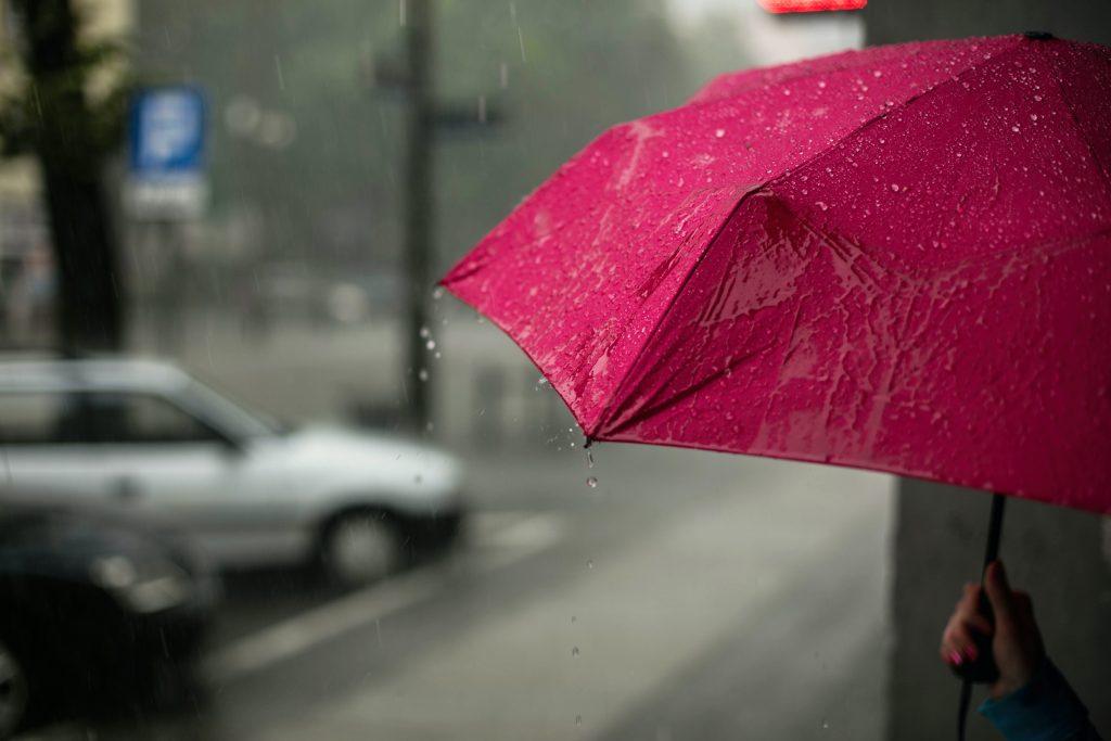 Depressão Bárbara traz chuva e trovoada, e coloca 13 distritos em alerta laranja