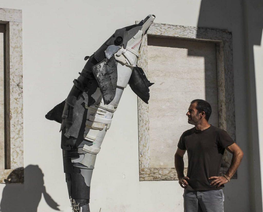 Lixo dá origem a escultura sobre a importância da reciclagem. Para ver grátis em Lisboa