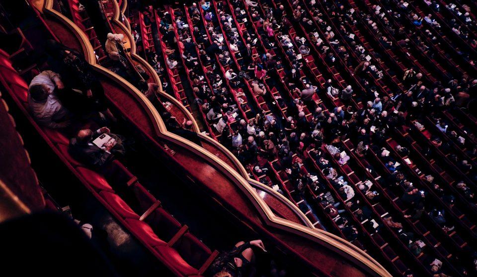 A campanha #ACULTURAÉSEGURA lança uma mensagem é simples: visita museus, vai ao teatro, vê um filme no cinema