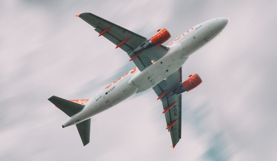EasyJet lança promoção com voos baratos para o verão de 2021