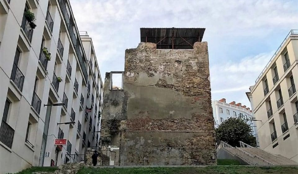 Sítios insólitos em Lisboa: Torre do Jogo da Péla, o monumento (quase) desconhecido do Martim Moniz