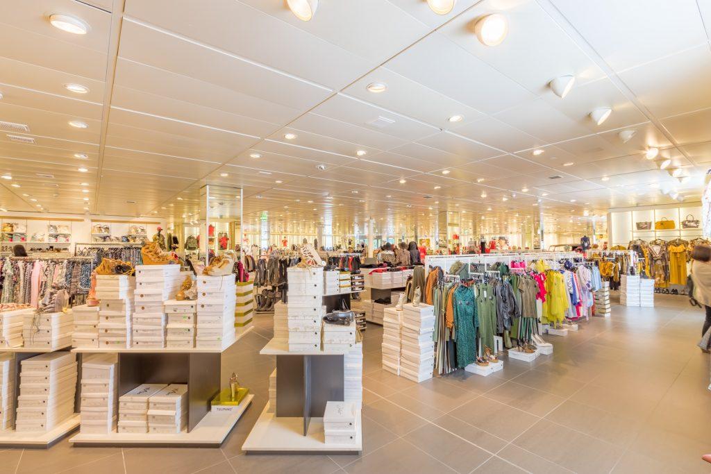 Supermercados não podem vender roupa, livros e objetos de decoração durante o confinamento
