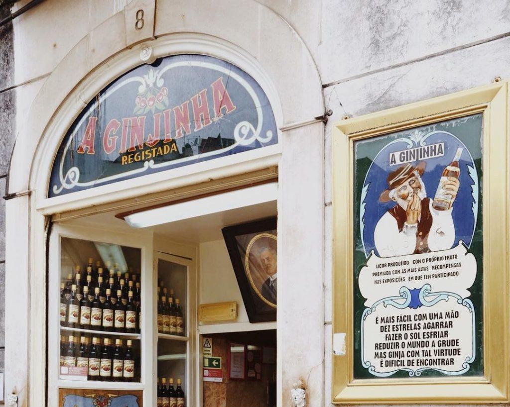 """A Ginjinha, a casa onde """"nasceu"""" a ginjinha de Lisboa"""