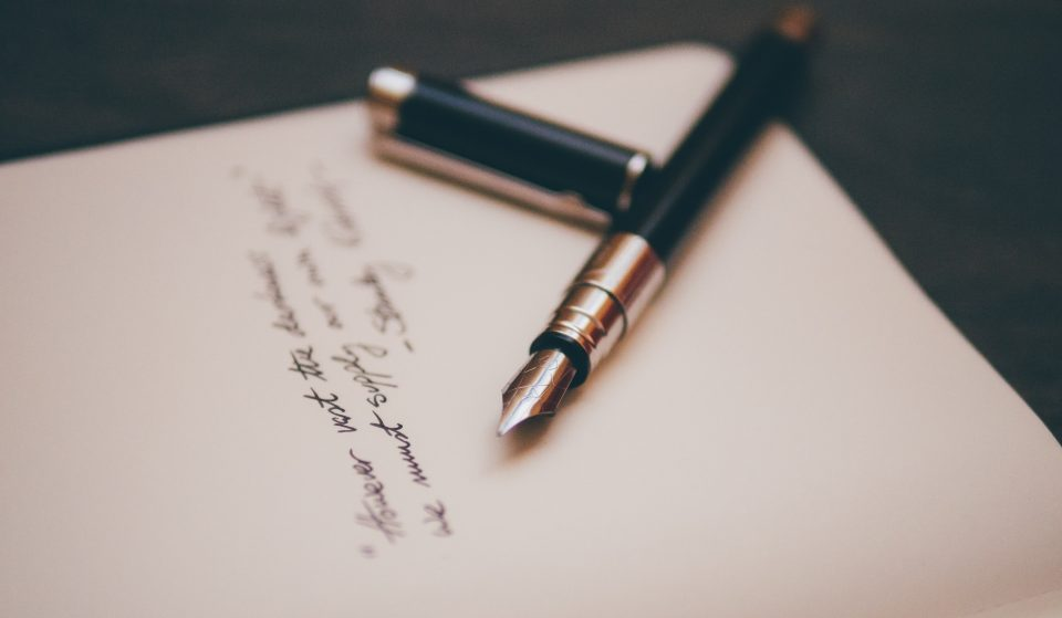 Aprende a escrever como um verdadeiro mestre da caligrafia