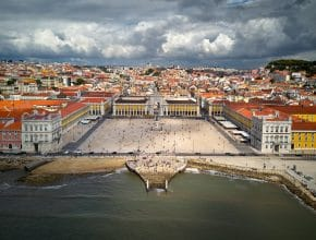 Praça do Comércio ou Terreiro do Paço, a mais conhecida da cidade