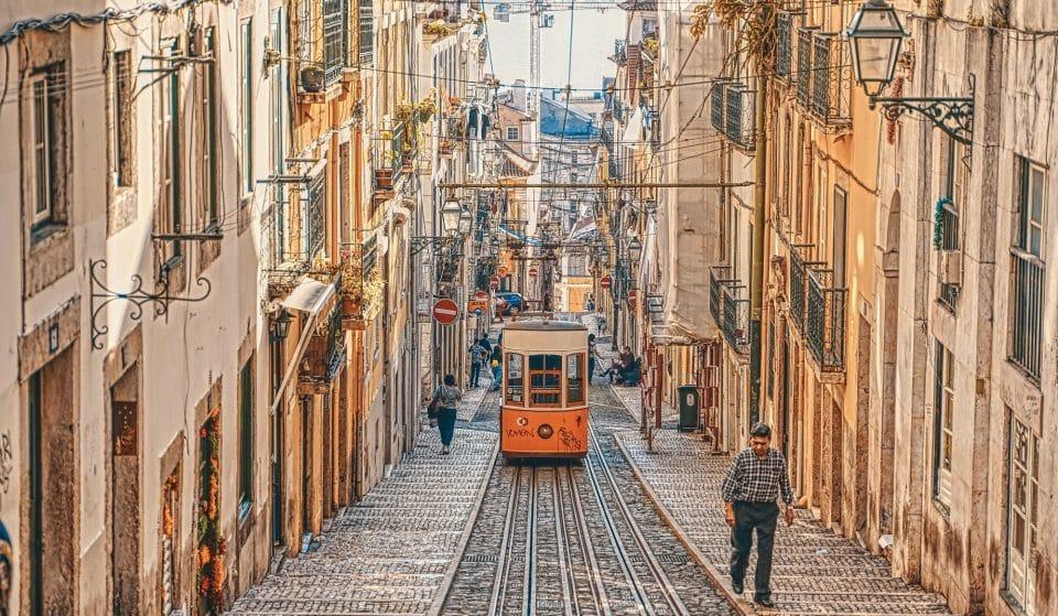 Rua da Bica de Duarte Belo, uma das mais bonitas do mundo