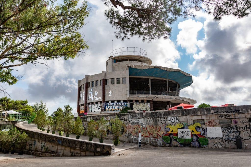 Panorâmico de Monsanto, a casa da arte urbana de Lisboa