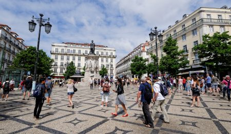 Praça de Luís de Camões, o ponto de encontro da cidade