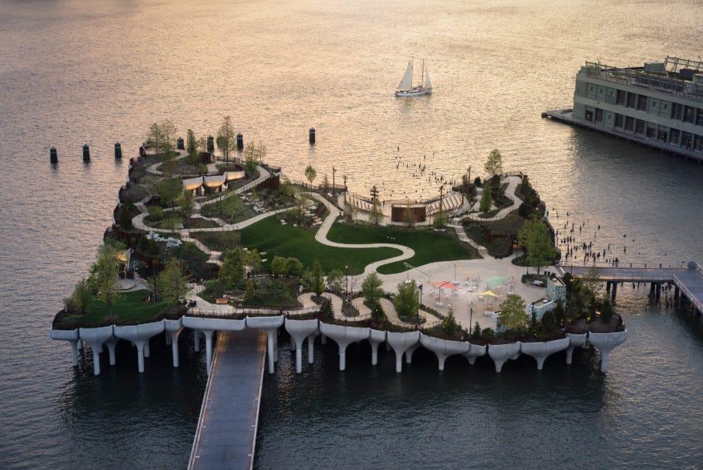 O novo parque flutuante de Nova Iorque é espetacular