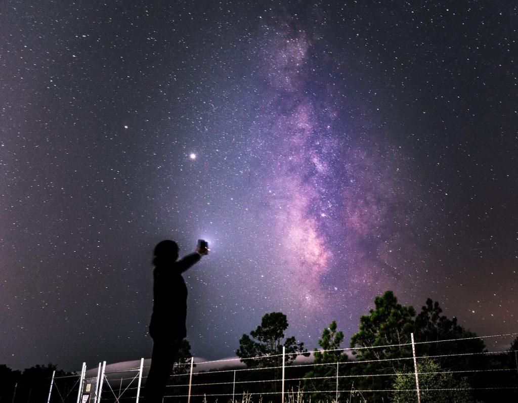 Chuva de meteoros das Perseidas: ponto alto acontece hoje à noite
