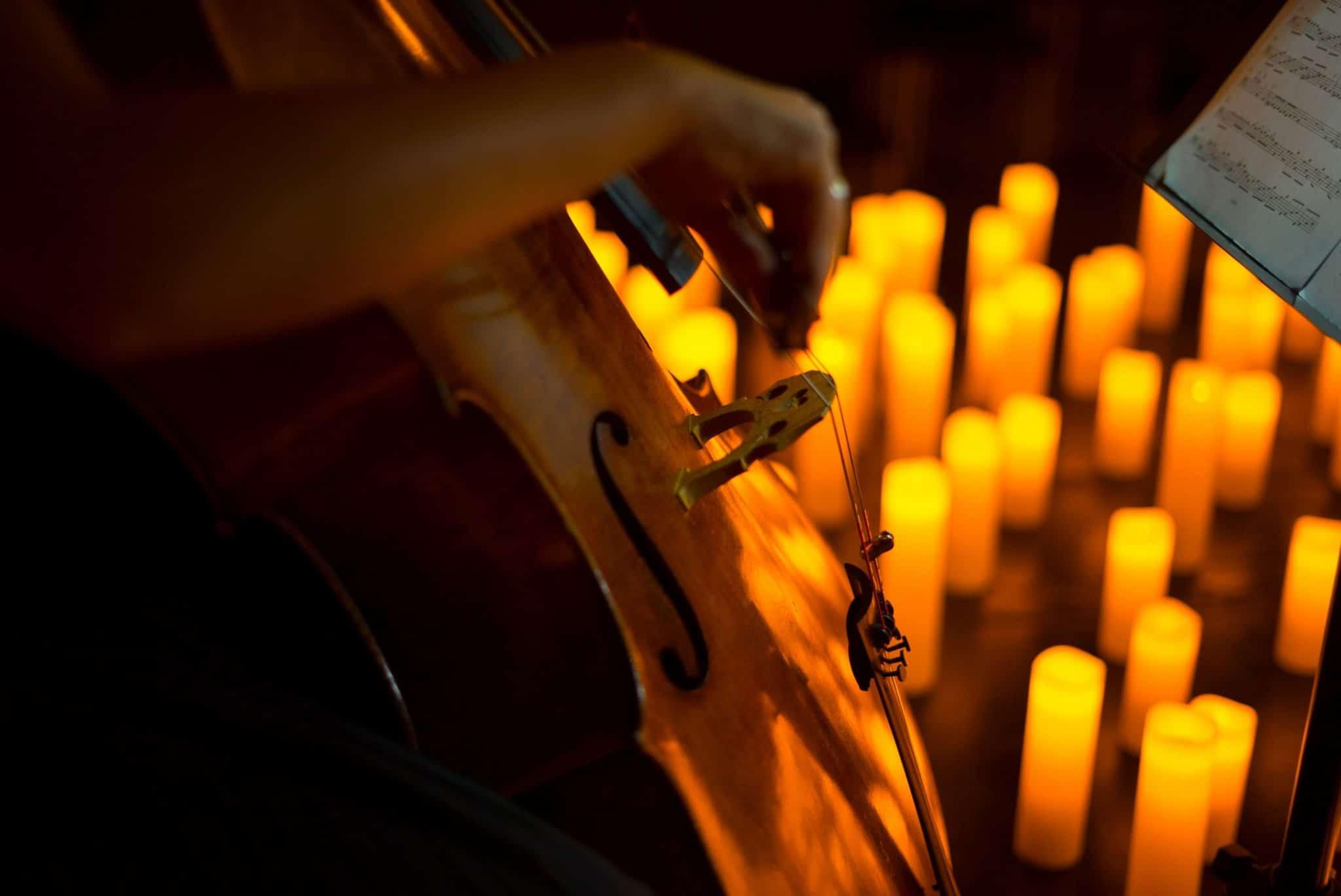 velas e violoncelo para os concertos candlelight