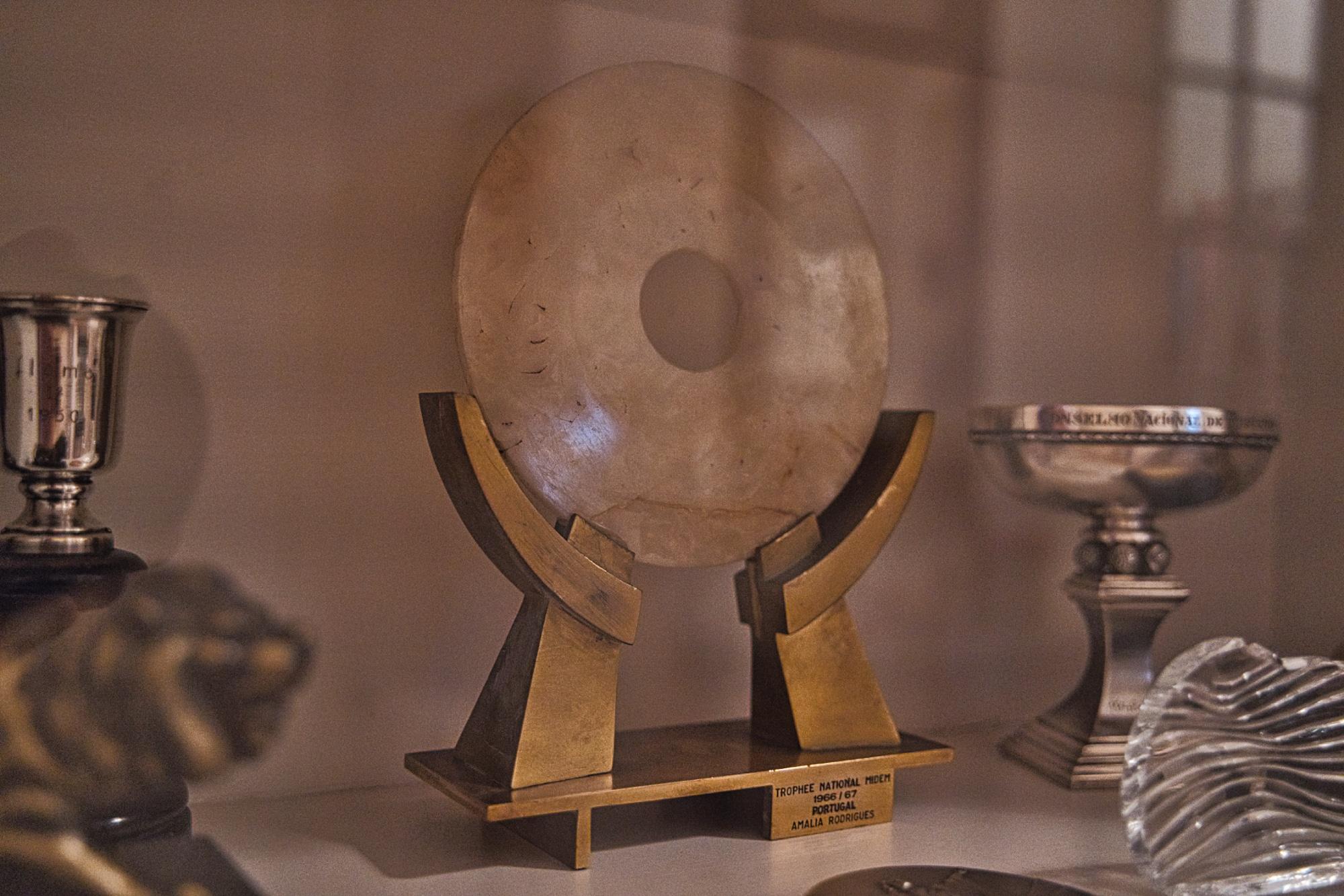 Este é um dos prémios que poucos artistas têm. Amália Rodrigues e Os Beatles são dois desses artistas