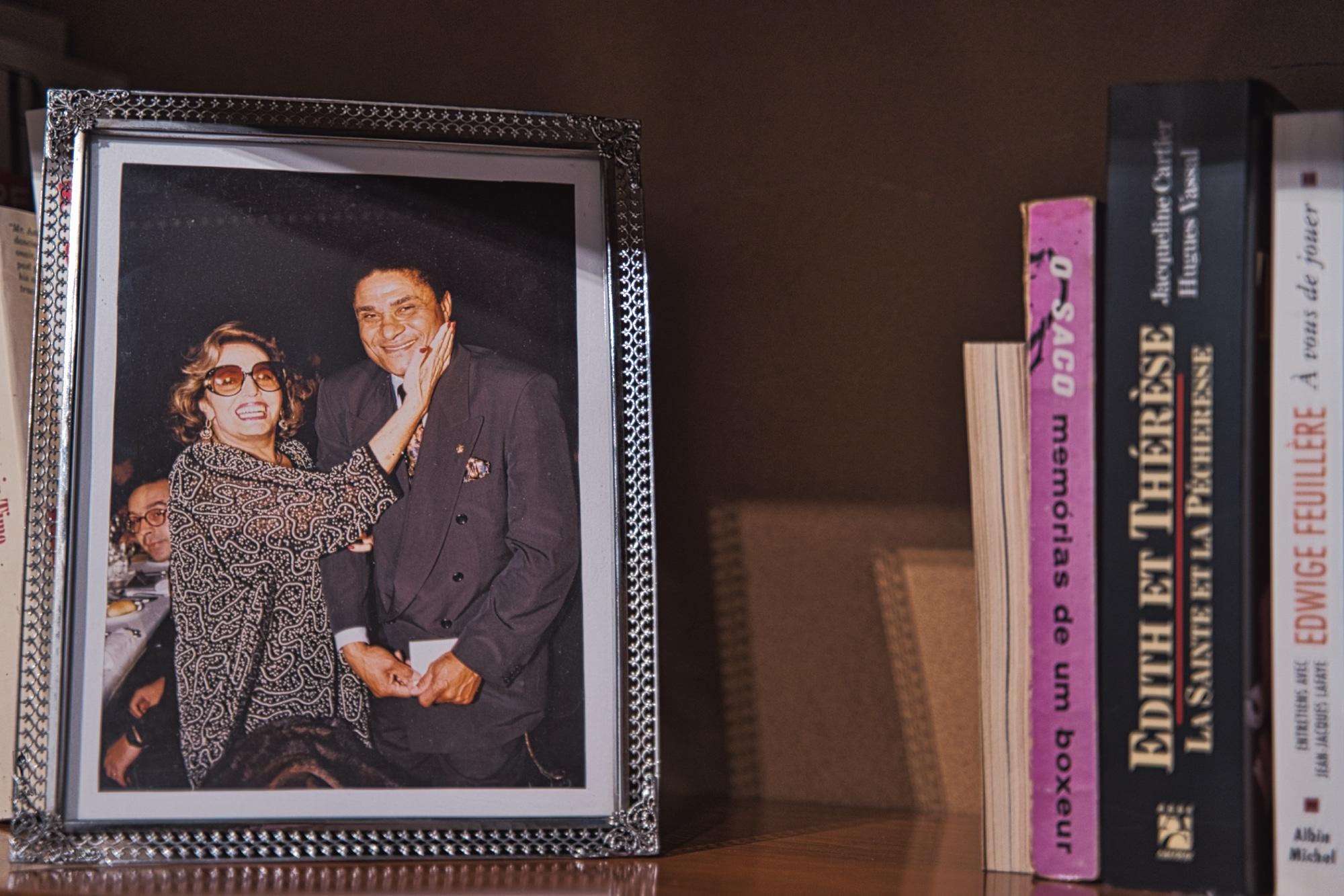 Aqui, numa fotografia com o Pantera Negra, Eusébio, dois dos maiores ícones da sociedade portuguesa da altura