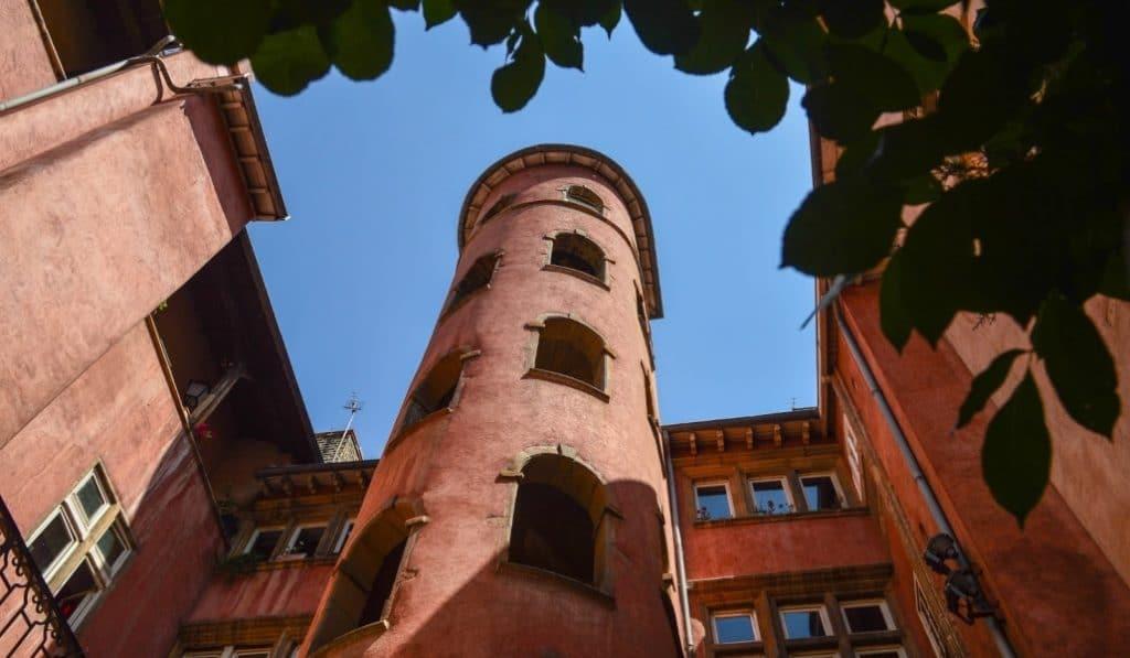La Tour Rose du Vieux-Lyon réouvre avec hôtel et food court !