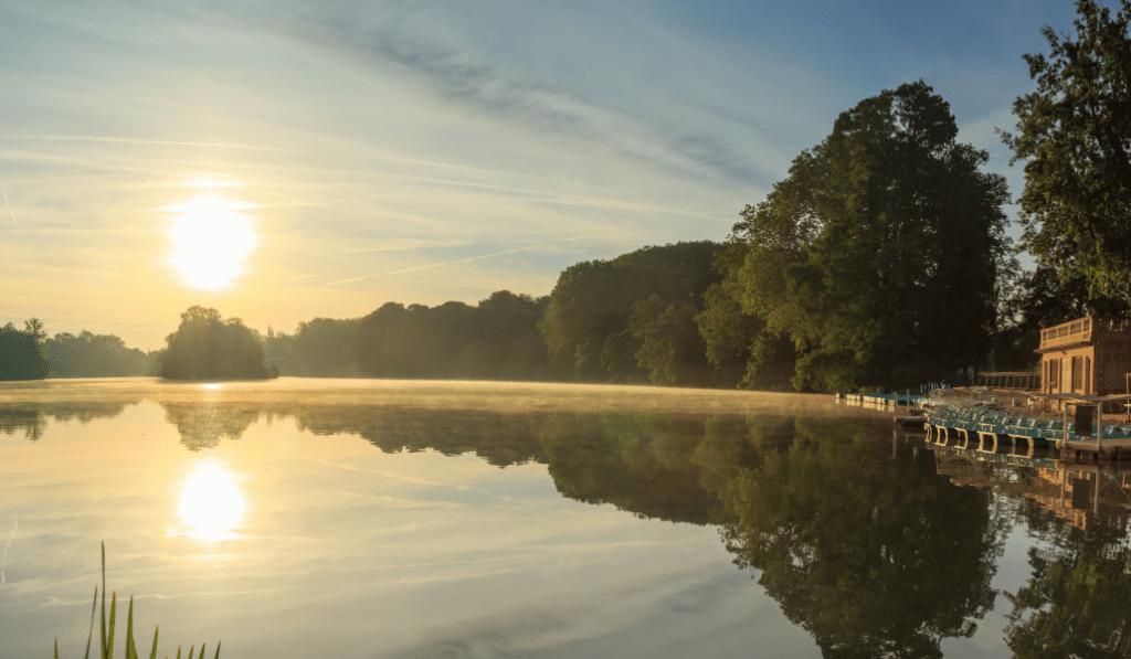 Insolite : le CNRS organise des conférences en bateau sur le lac de la Tête d'Or !