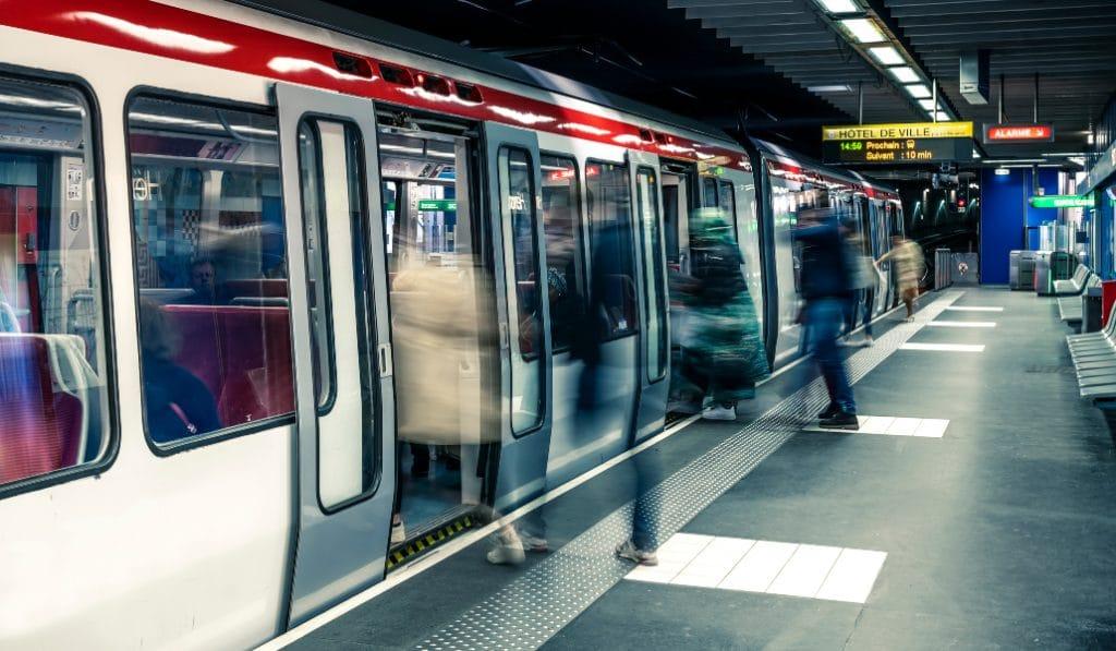 La ligne D du métro se transforme en galerie d'art numérique !