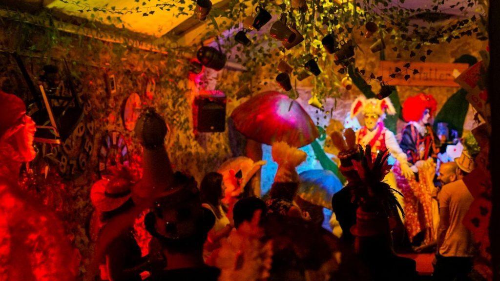 Mad Hatter : la Gin & Tea Party du Chapelier Fou reprend dans un magnifique lieu secret à Lyon !