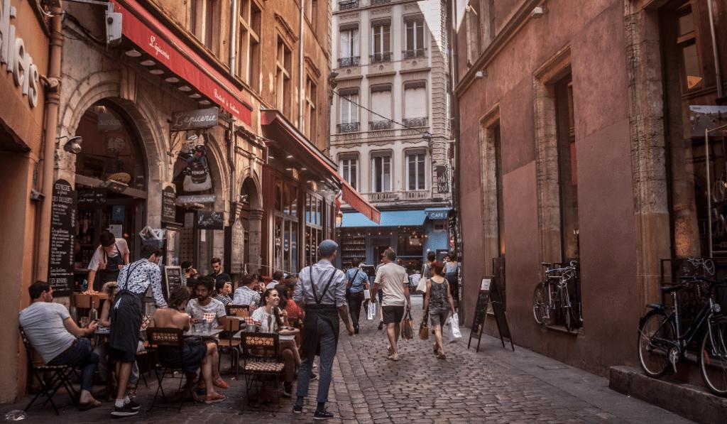 Coronavirus : dès lundi, les bars de Lyon devront fermer avant 22h !