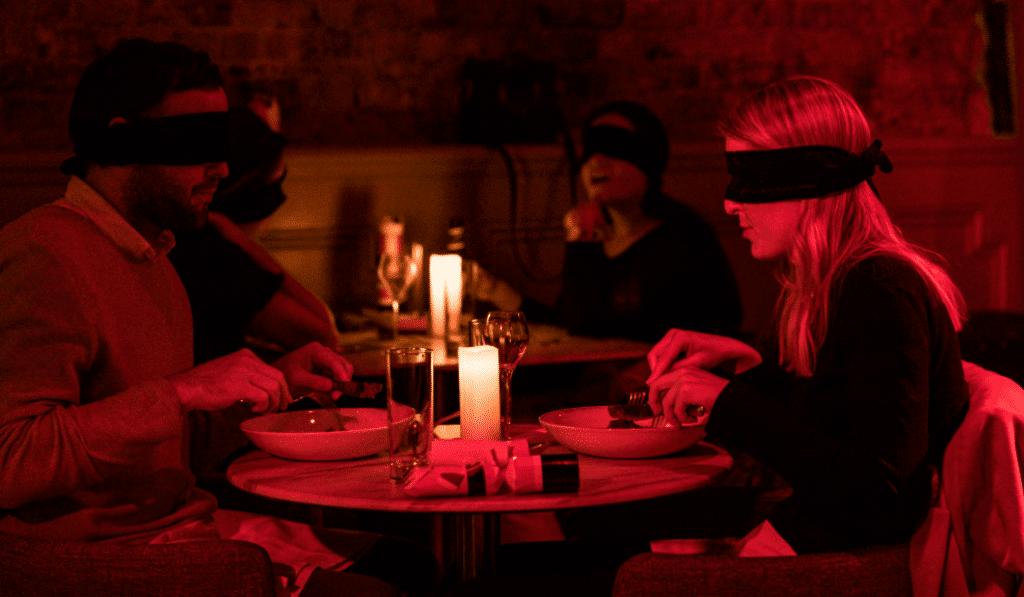 Faites plaisir à vos papilles avec cette expérience unique de dîner dans l'obscurité !