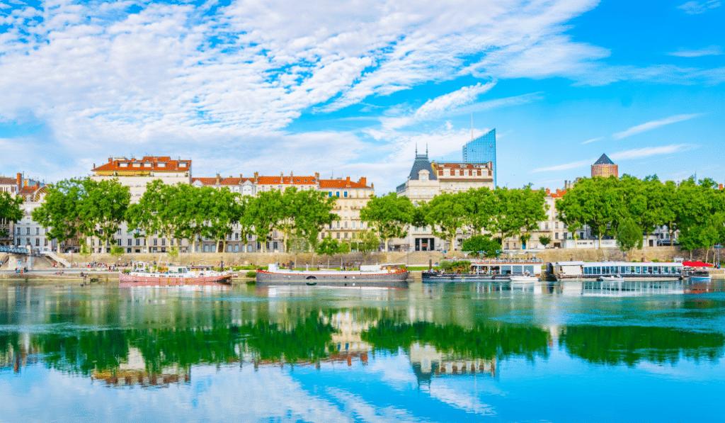 Le Rhône parmi les plus belles croisières fluviales du monde selon le Telegraph !