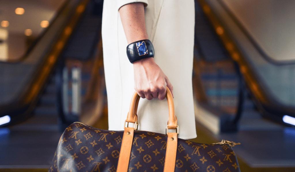 Bon plan : des articles de luxe à prix cassés à l'Hôtel des Ventes ce samedi !